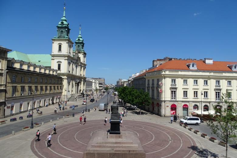 Zdjęcie: ulica z pomnikiem Mikołaja Kopernika i kościołem