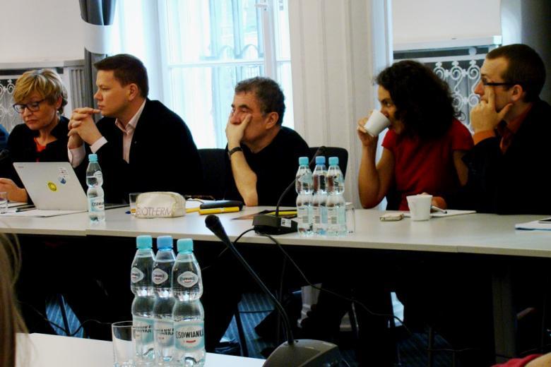 na zdjęciu uczestnicy okrągłego stołu