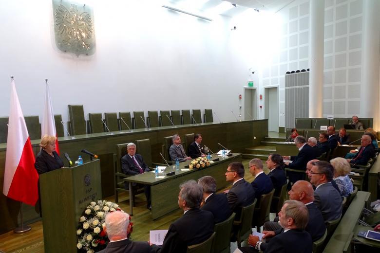 Ludzie na sali sądowej