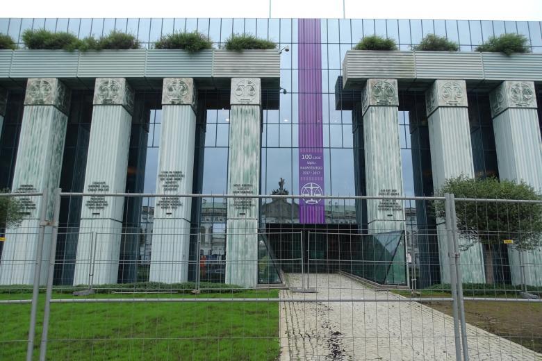 na zdjęciu budynek Sądu Najwyższego