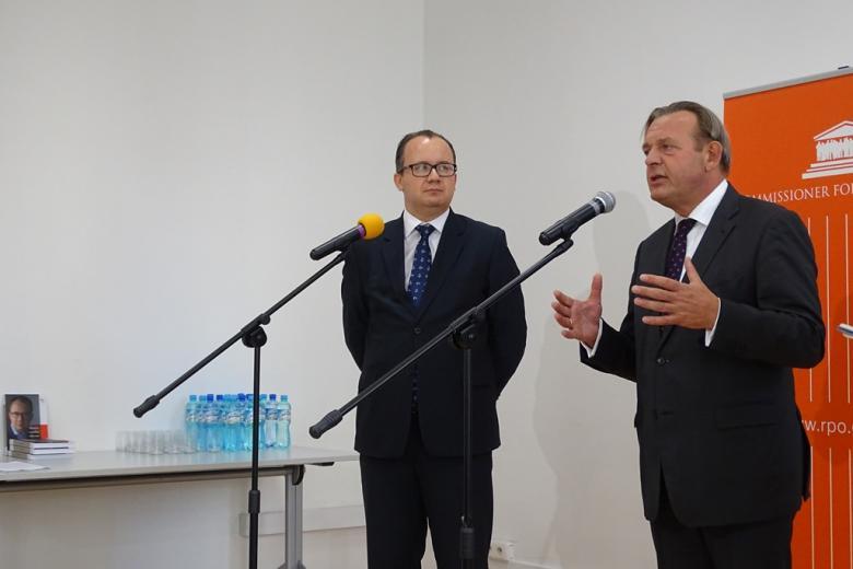 Rzecznik praw obywatelskich Adam Bodnar i Ombudsman Holandii Reinier van Zutphe