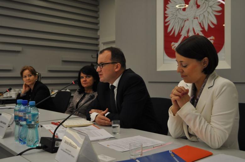 Na zdjęciu uczestnicy seminarium, przemawia RPO dr Adam Bodnar