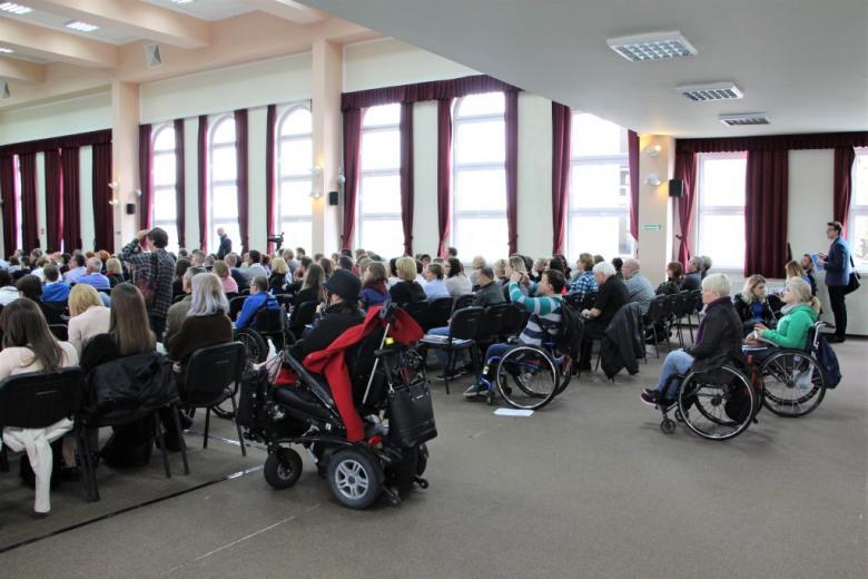 Osoby z niepełnosprawnościami  podczas obrad Kongresu