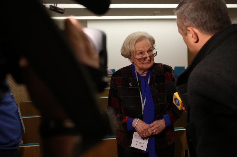 Kobieta udziela wywiadu stacji TVN