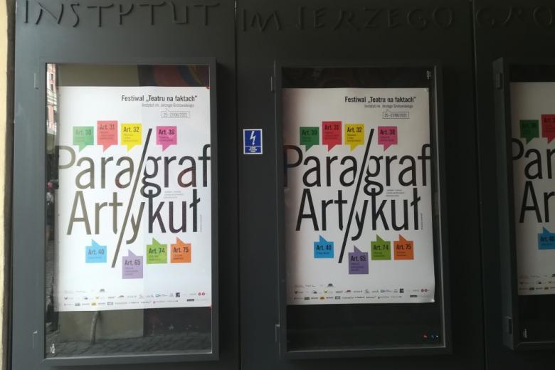 Plakaty festiwalu na Rynku we Wroclawiu, w Instytucje Grotowskiego
