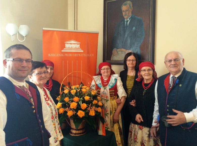 na zdjęciu prof. Lipowicz i przedstawiciele Związku Górnośląskiego w strojach ludowych / foto: BRPO