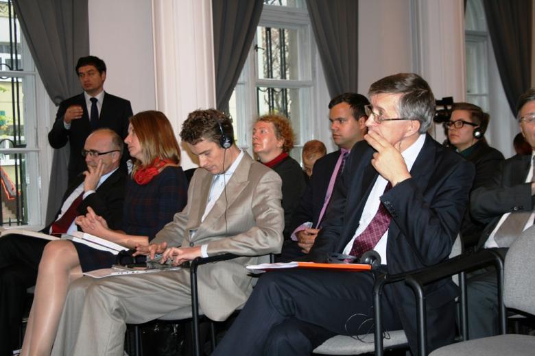 Na zdjęciu Zastępca RPO Stanisław Trociuk i uczestnicy konferencji