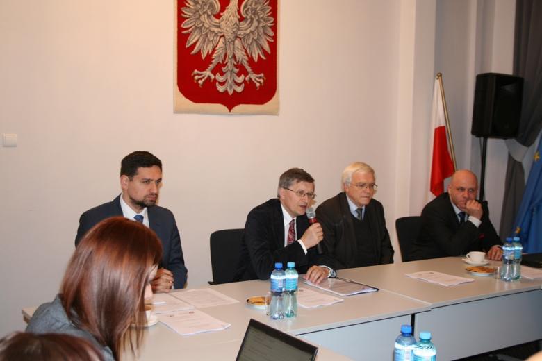 na zdjęciu Zastępca RPO Stanisław Trociuk podczas dyskusji