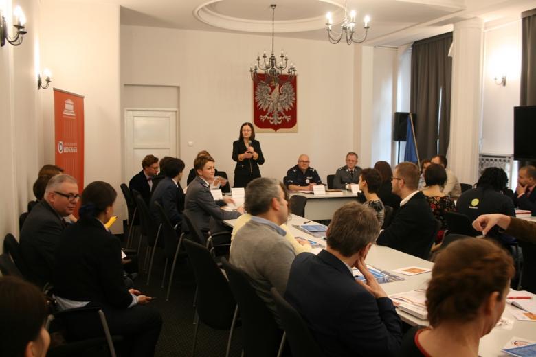 na zdjęciu prof. Irena Lipowicz przemawia podczas swojego wystąpienia