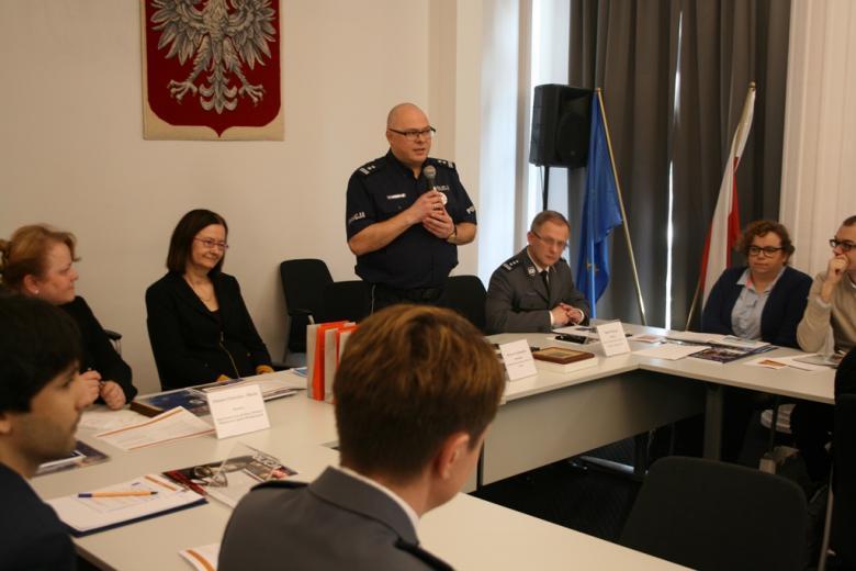 na zdjęciu mł. insp. Krzysztof Łaszkiewicz, pełnomocnik Komendanta Głównego Policji ds. Ochrony Praw Człowieka