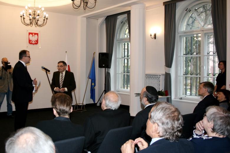 na zdjęciu uroczystość wręczenia odznaki honorowej Marianowi Turskiemu