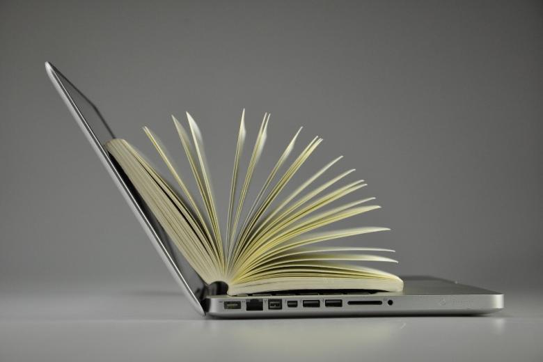 Laptop i książka