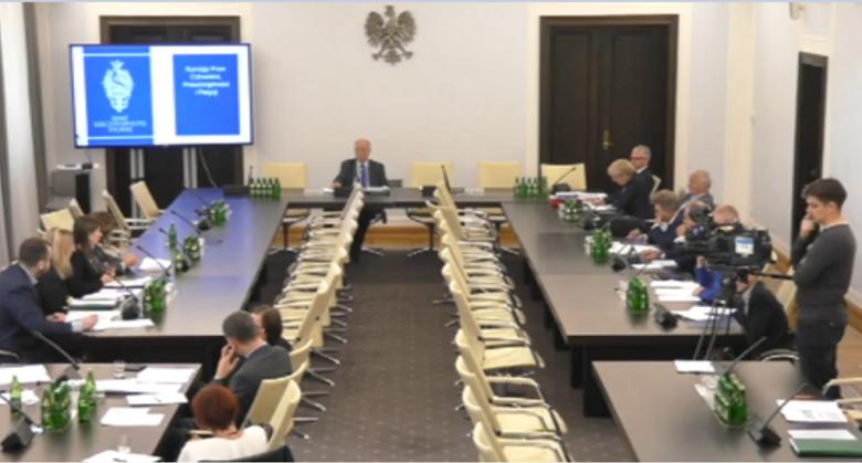 Zdjęcie z komputera: posiedzenie komisji senackiej