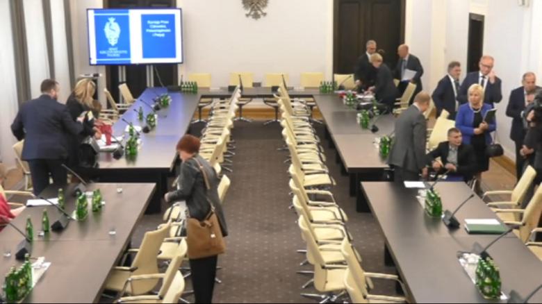 Zdjęcie z komputera: grupa ludzi na sali