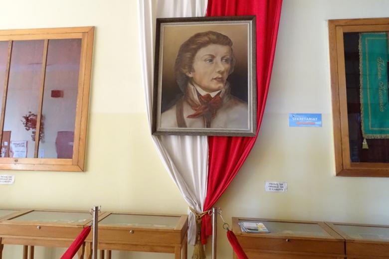 Portret na biało-czerwonej fladze