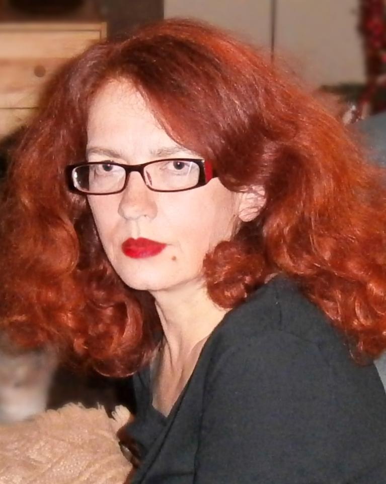Kobieta z rudymi włosami