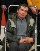 zdjęcie mężczyzny na wózku w średnim wieku