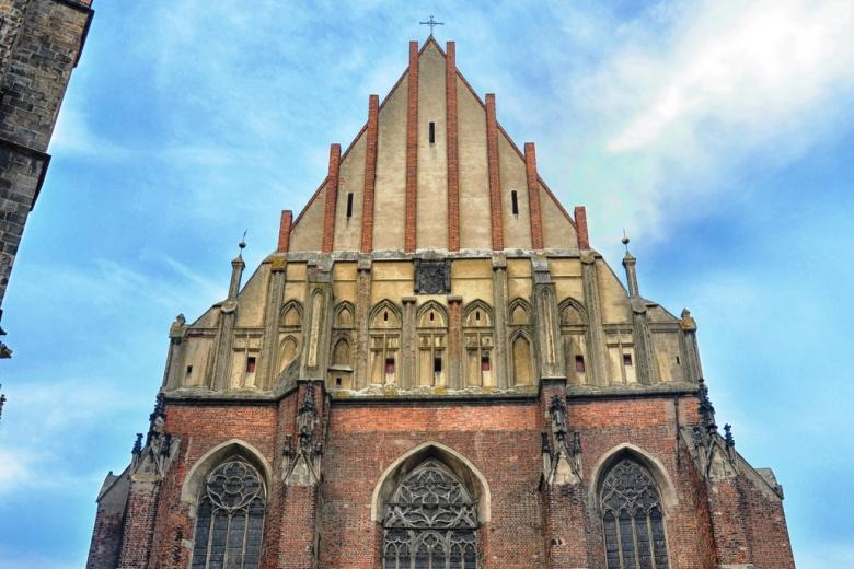 Gotycka fasada kościoła