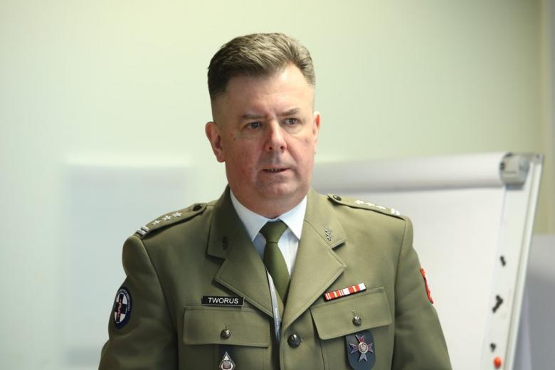 Mężczyzna w mundurze wojskowym