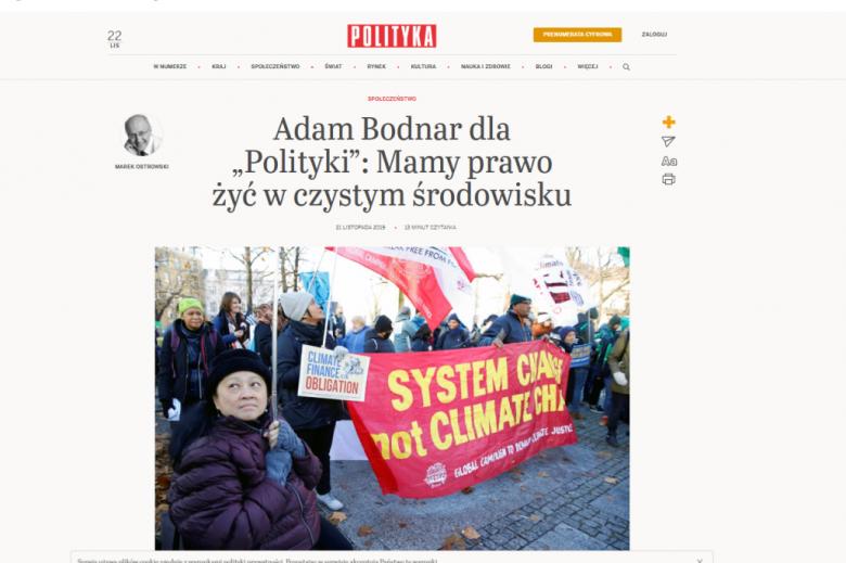 Screen cyfrowego wydania Polityki z tytułem wywiadu i zdjęciem ludzi demonstrujących w sprawie klimatu