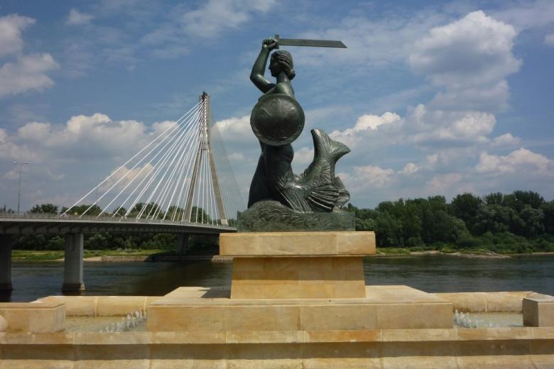 Pomnik kobiety z ogonem rybim, tarczą i mieczem