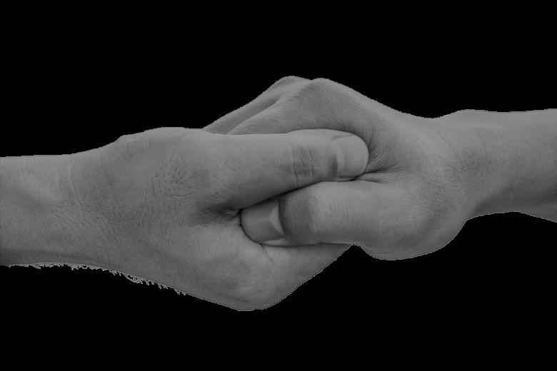 połączone uściskiem dwie ludzkie dłonie