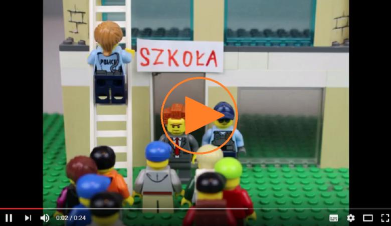 """Zdjęcie ze znakiem """"play"""": ludziki LEGO"""