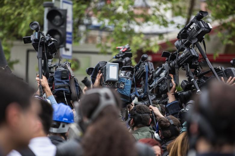 Dzienikarze i kamerzyści