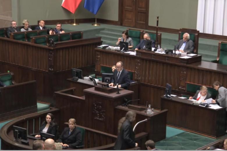 Sejm. Mężczyzna na mównicy