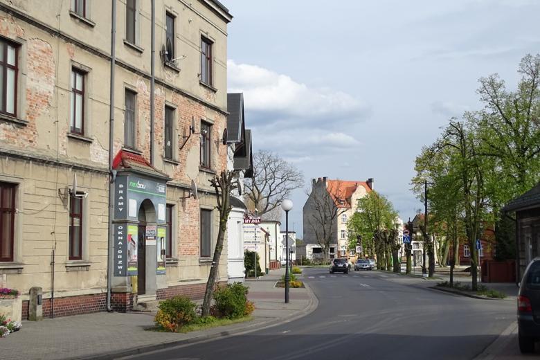 Ulica w mieście, stary dom