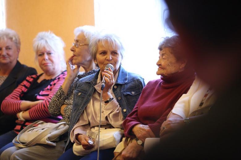 Ludzie na spotkaniu regionalnym
