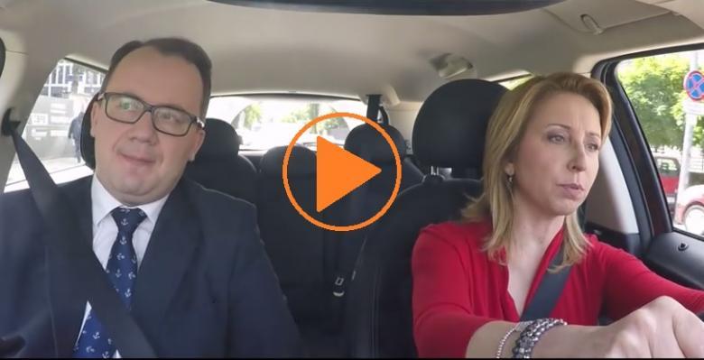 zdjęcie: kobieta i mężczyzna jadą w samochodzie