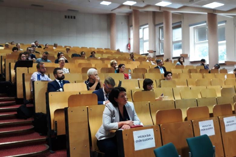 Ludzie na sali audytoryjnej