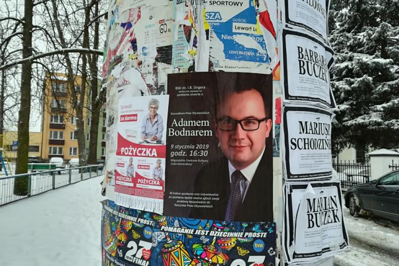 Słup ogłoszeniowy z plakatem o spotkaniu z EPPO