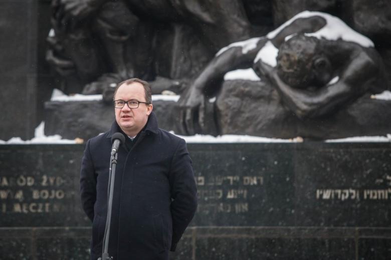 fot.Magda Starowieyska Muzeum Historii Żydow Polskich POLIN - RPO pod Pomnikiem Bohaterów Getta