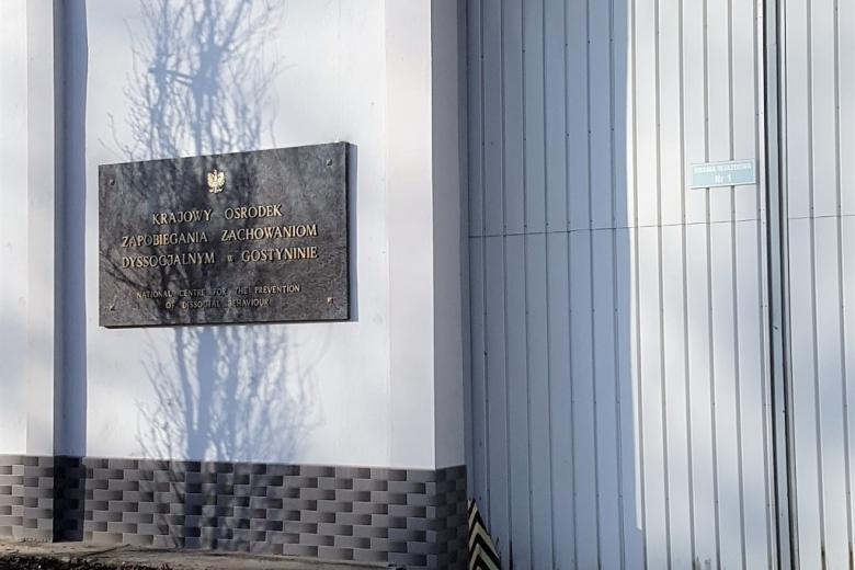 Widok bramy Ośrodka w Gostyninie