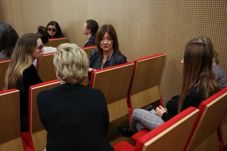 Uczestnicy panelu rozmawiają ze sobą