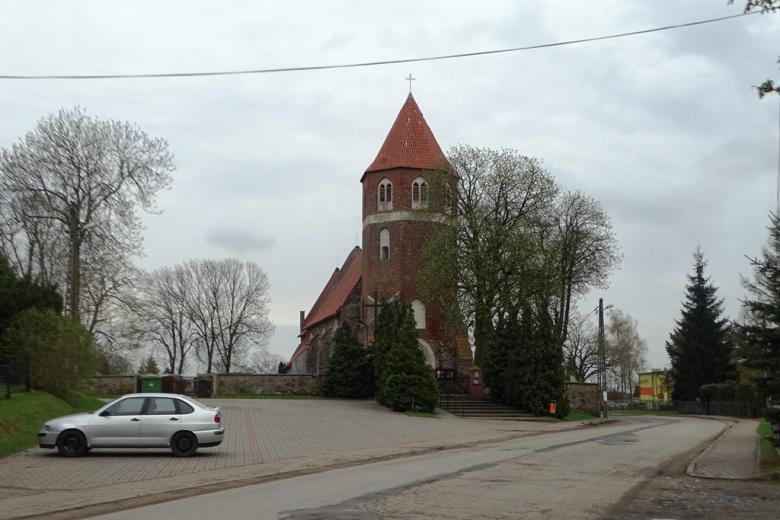 Kościół gotycki na wsi