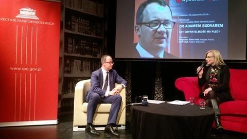 Zdjęcie: rozmowa na scenie
