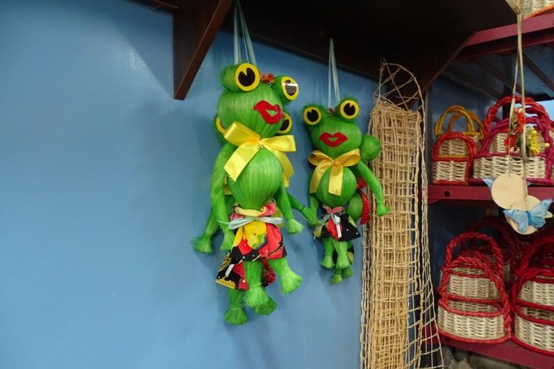 Żaby- pamiatki ze słomy