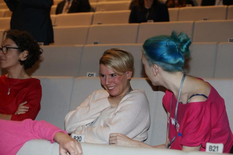 Kobiety na sali audytoryjnej