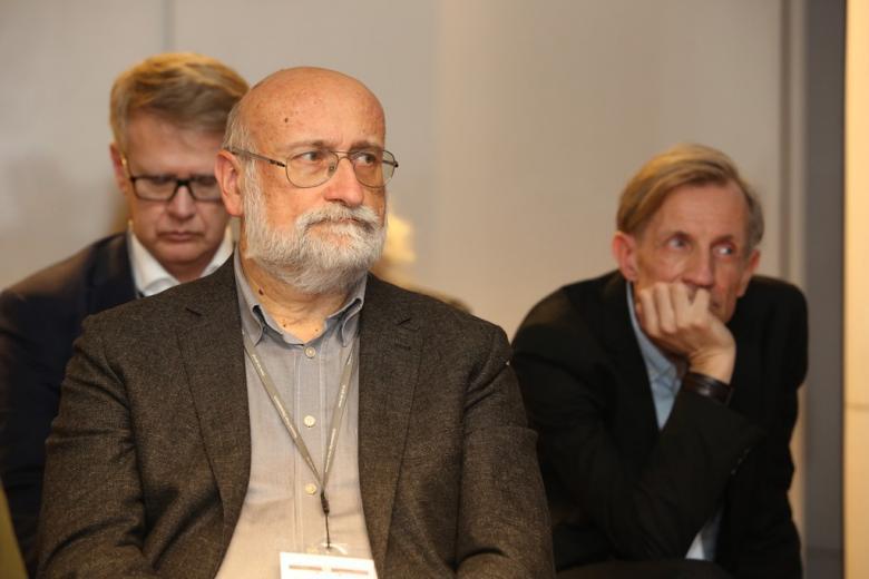 zdjęcie: trzech starszych mężczyzn