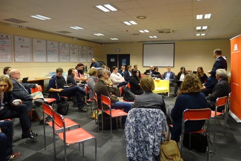 Zdjęcie: ludzie na sali