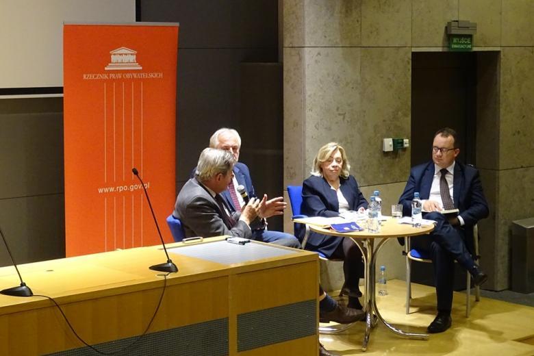 Zdjęcie: paneliści - trzech mężczyzn i kobieta
