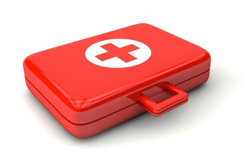 Pojemnik na lekarstwa i bandaże z czerwonym krzyżem