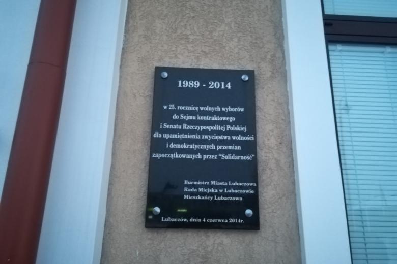 Tablica na budynku