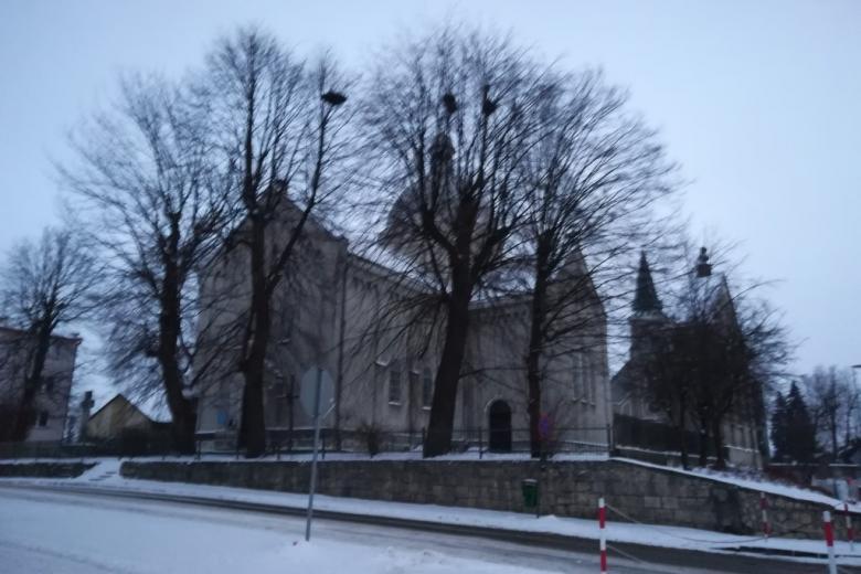 Dwa kościoły zimą