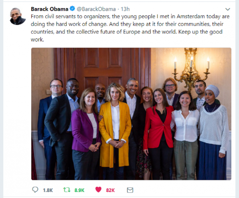 Twitt Baracka Obamy ze zbiorowym zdjeciem prezydenta i jedenaściorga europejskich działaczy