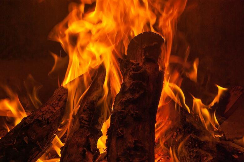Płonące drewna