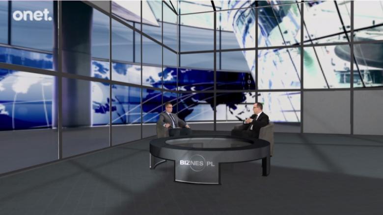 na zdjęciu: w wirtualnym studio siedzą redaktor Łuaksz Stawikowski oraz rzecznik Adam Bodnar